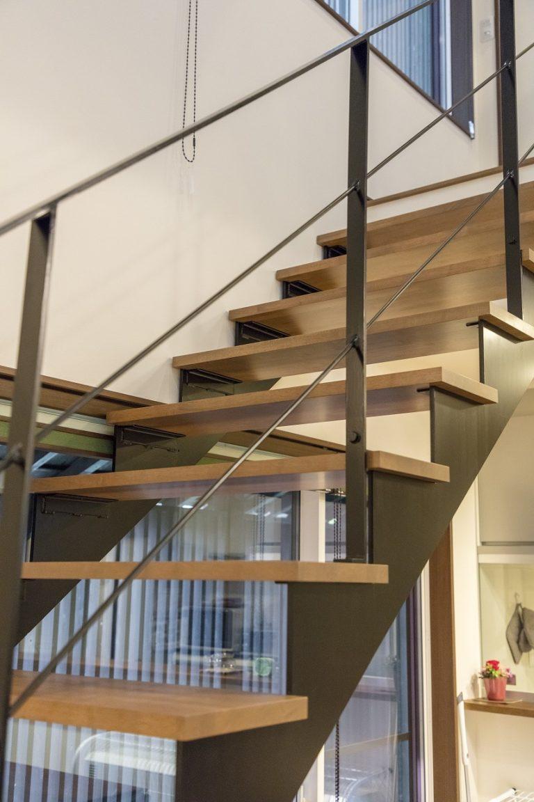 空間に開放感を出すスケルトン階段