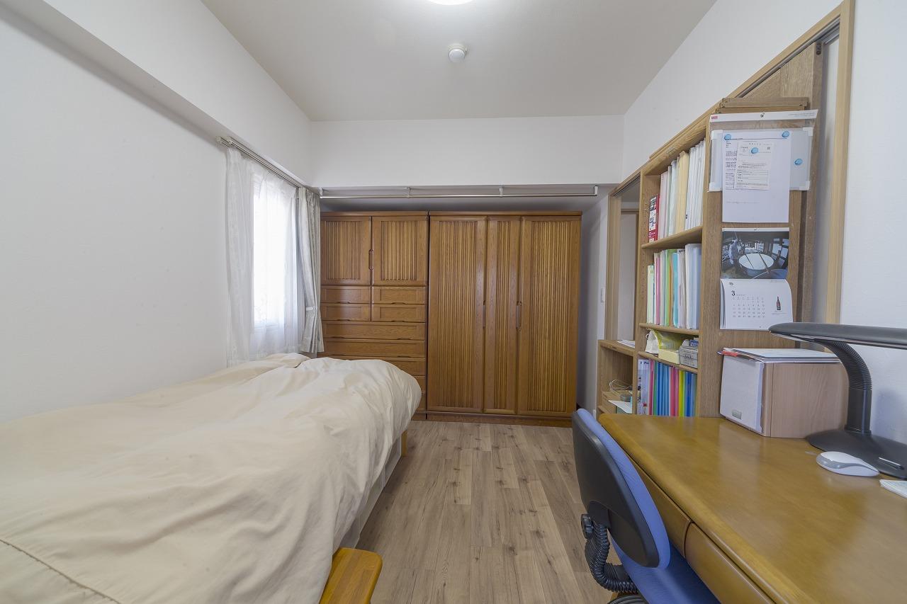 玄関側の洋室2。隣接していた和室を洋室に変更すると共に、2部屋の広さを統一するため壁の位置を調節。