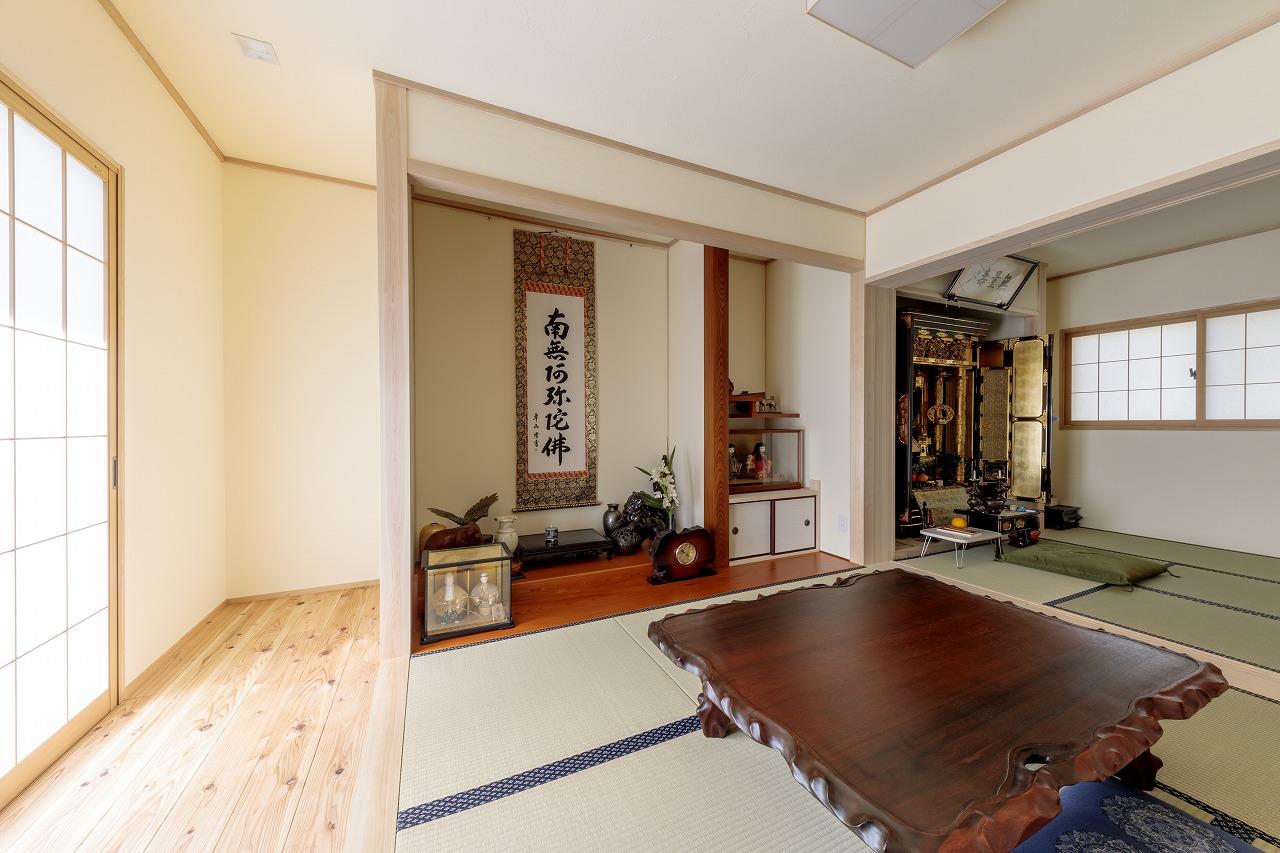 和室と洋室に区切られていた2部屋をひとつにして和室の続き間に。来客時に重宝します。