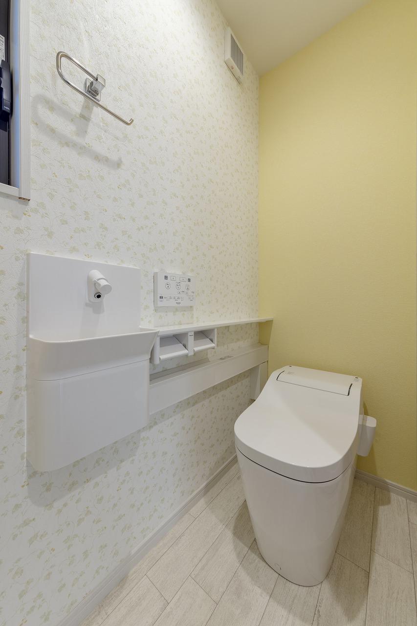 以前は洗面室の奥にあったトイレも独立し使いやすくなりました。