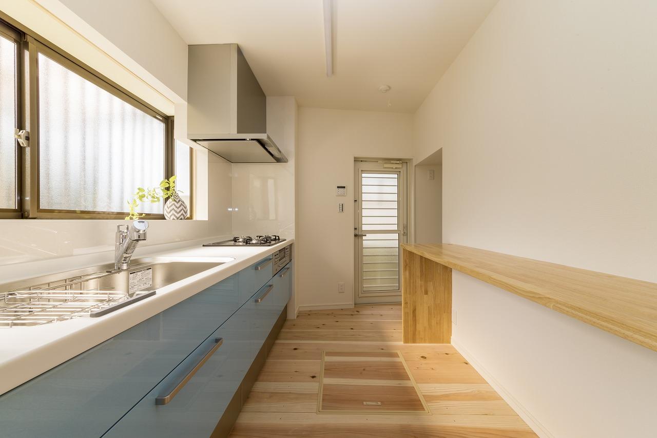 1階の作業場横にはキッチンを設置。程よく仕切られており、使い勝手が◎。