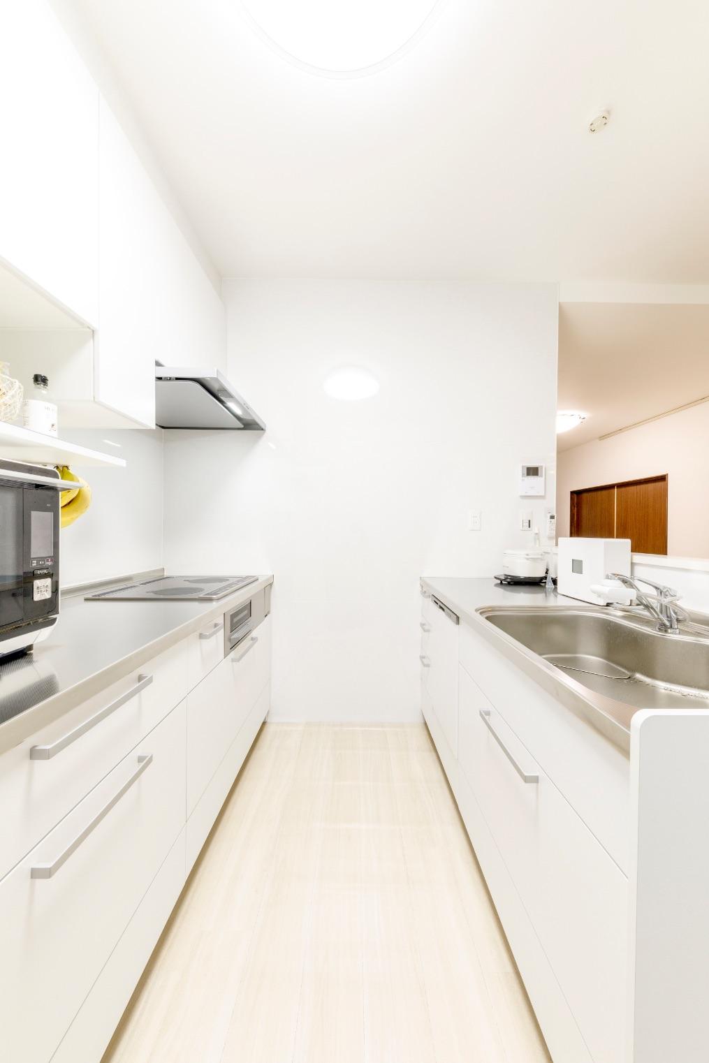 コンパクトながら使いやすさにもこだわり。キッチンで使うものはキッチンの下に効率良く収めて。
