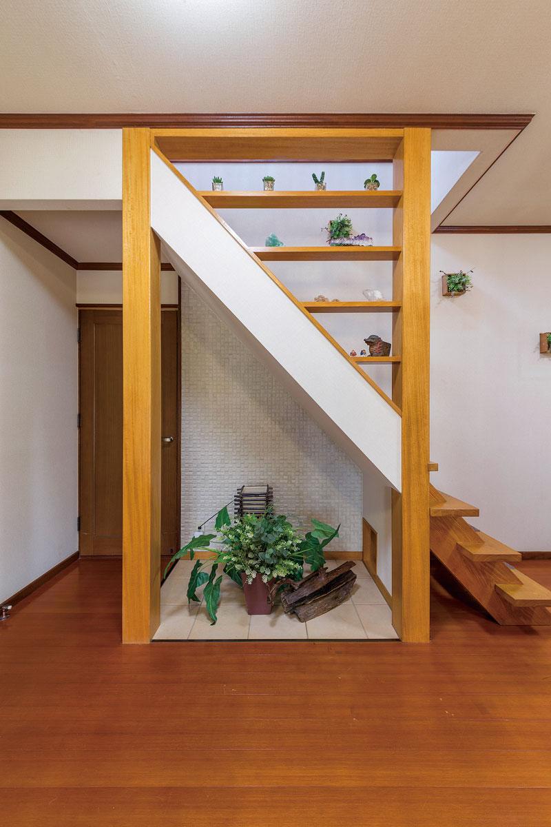 以前は階段下に収納があり、湿気を多く溜め込んでいました。