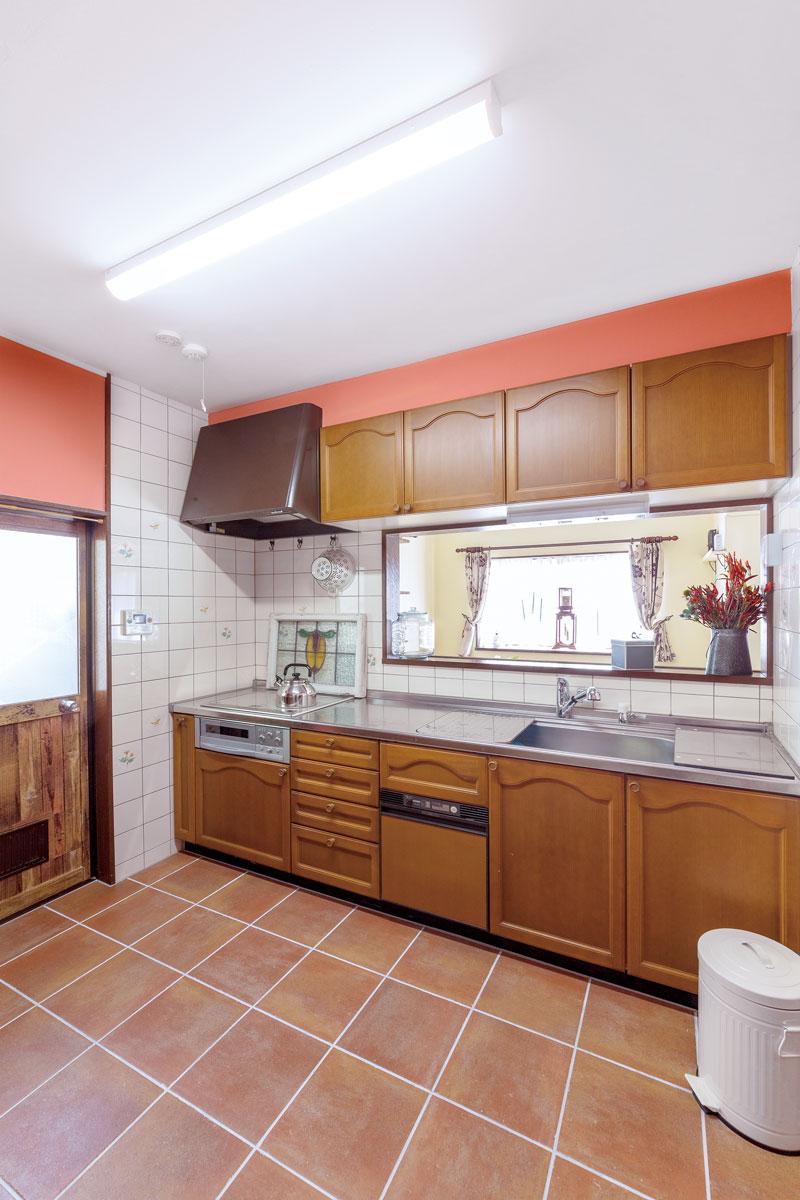 システムキッチンは質の良いものだったので全面クリーニングして活かしました。