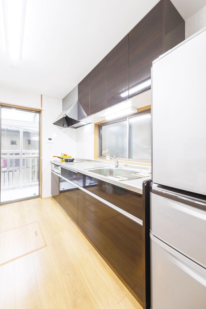2550mm幅のキッチンは使いやすく収納量も増えました。