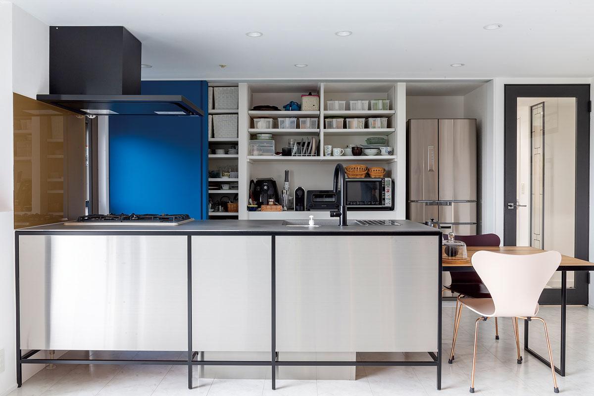 【広島市】非日常感を盛り上げるデザイン性と使いやすさを両立させたキッチン