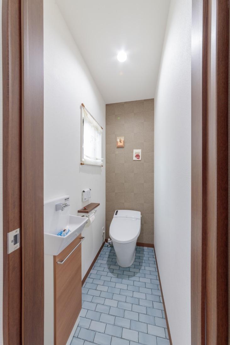 わざわざ母屋まで足を運ばなくてもいいように、ワークルームにトイレを新設。