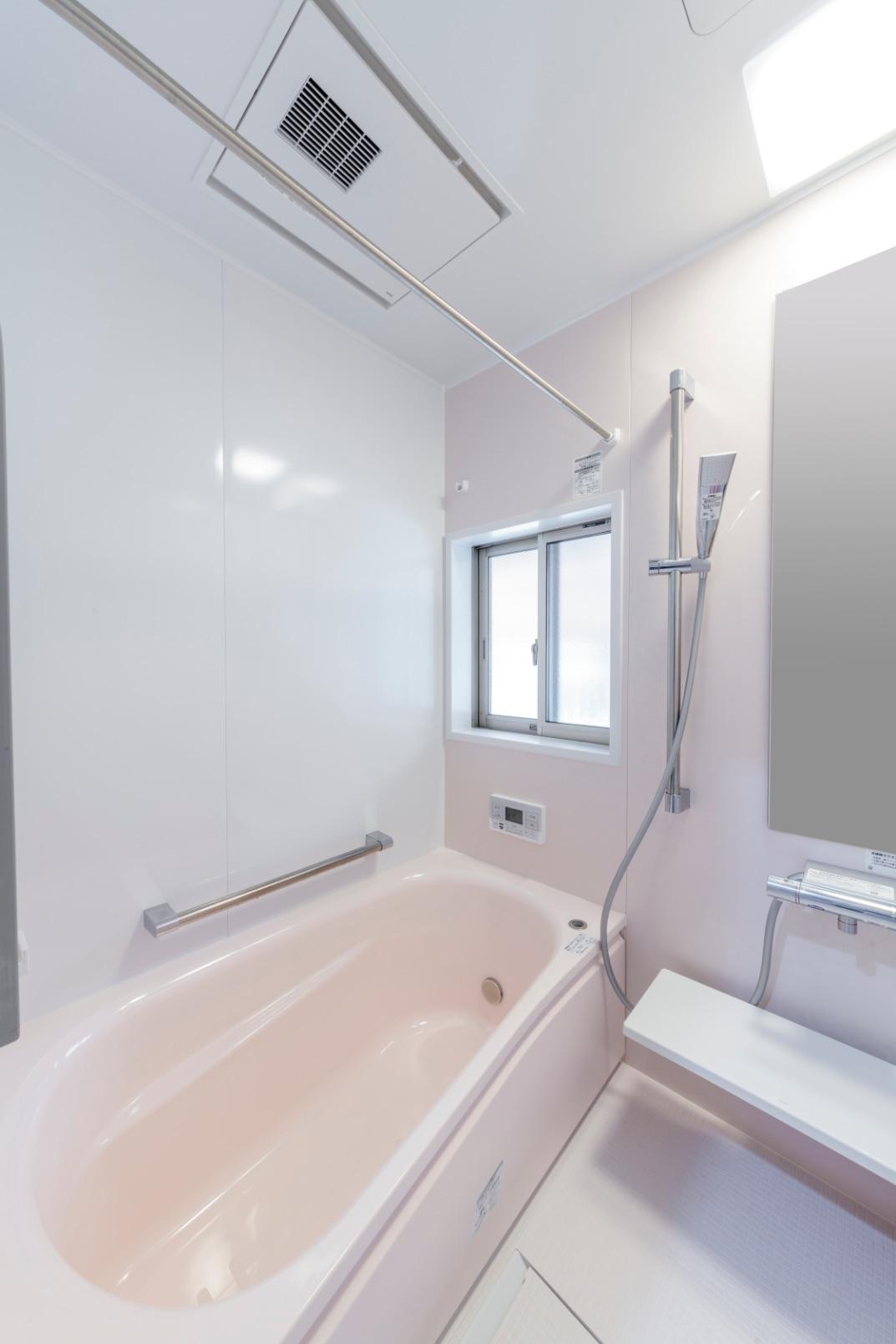 最新のユニットバスを導入。浴室はピンクをベースカラーにチョイス。