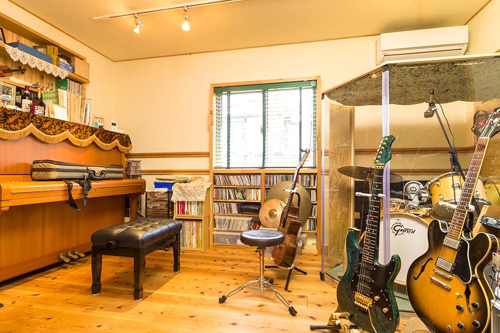 「自宅で大好きな音楽に没頭したい」という夢を叶えた音楽スタジオ。