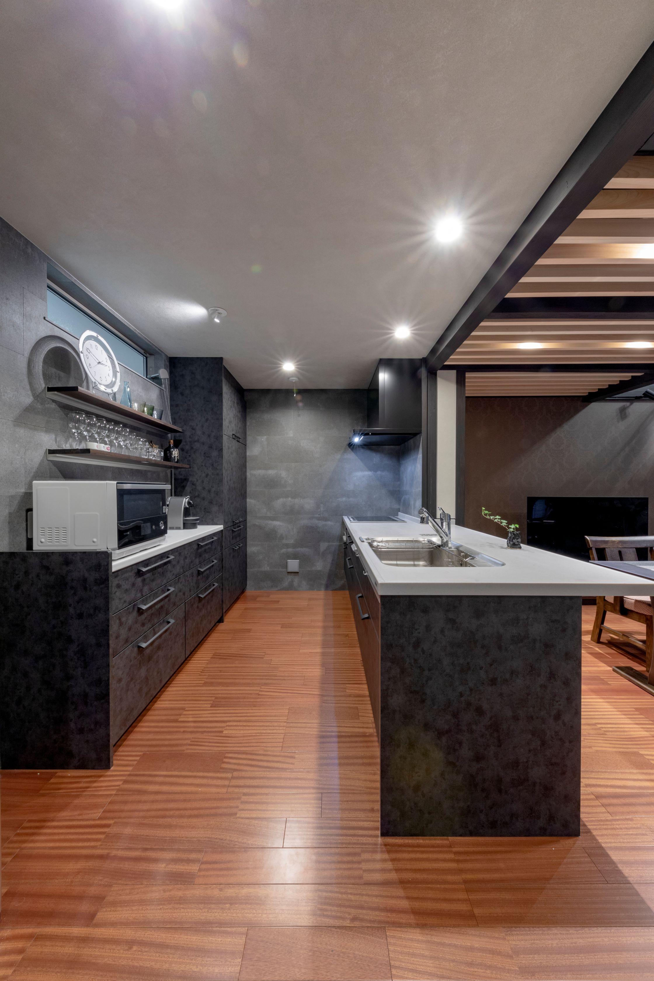 竹原市❘黒を基調とした男前キッチン「ラクシーナ」
