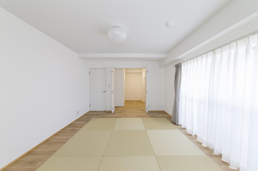 布団派のご家族、寝室は畳敷きに。部屋を広く使え、お子さまのお昼寝にも重宝します。
