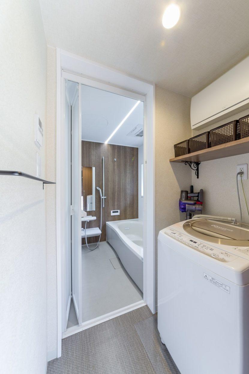 狭かった浴室は広くなり、洗濯もすぐ隣の広縁に干すため家事動線は快適。