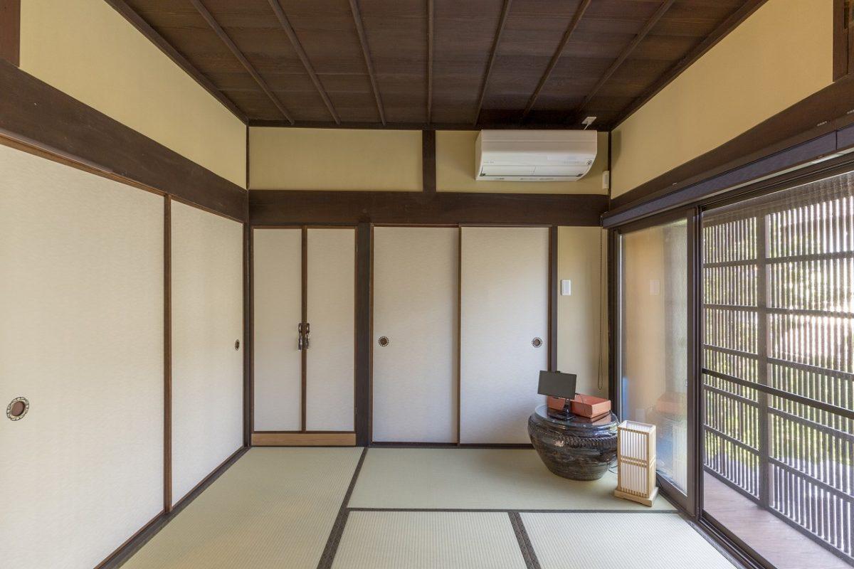 1階の2つの和室は建具の枠を調整し、できる限り元の風情を活かしました。