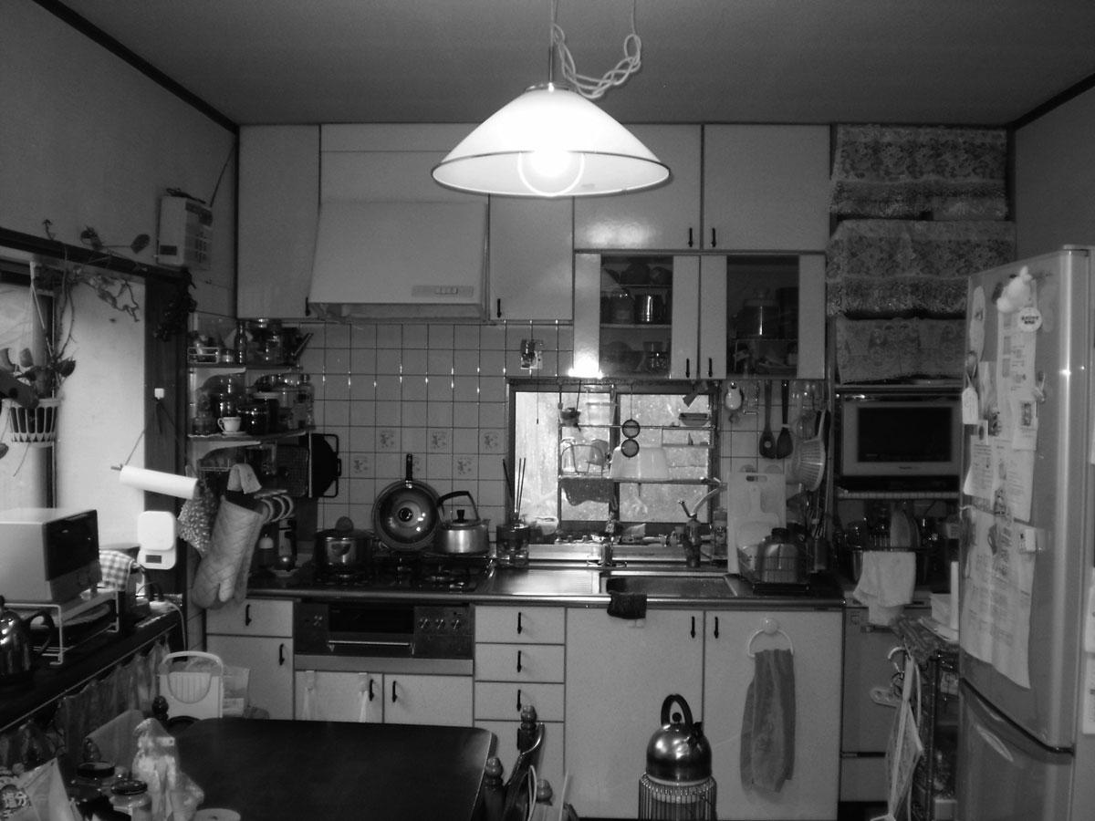 やや窮屈な印象だった以前の壁付きキッチン。
