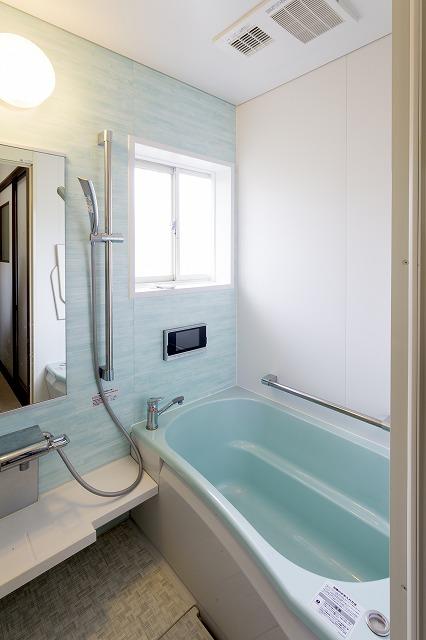 福山市|ブルーが印象的なバスルーム