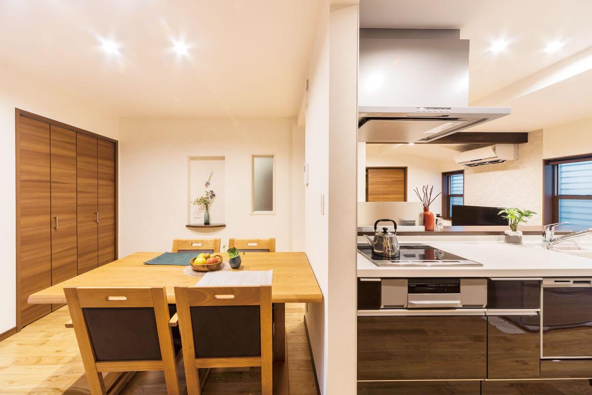 1世紀を経た家を快適な二世帯住宅に再生