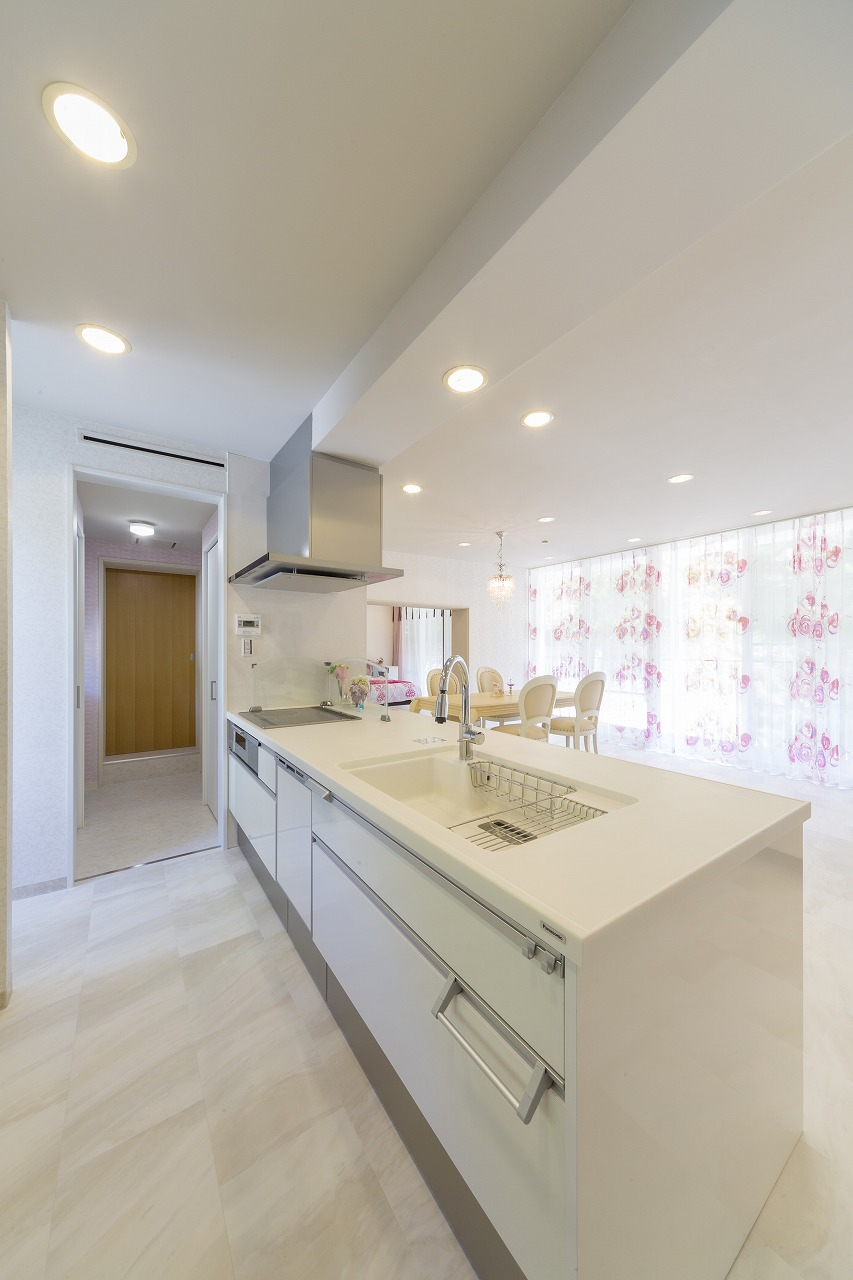キッチンはコストカットのため当初希望していたキッチンの機能性やデザインに近いものを選択。