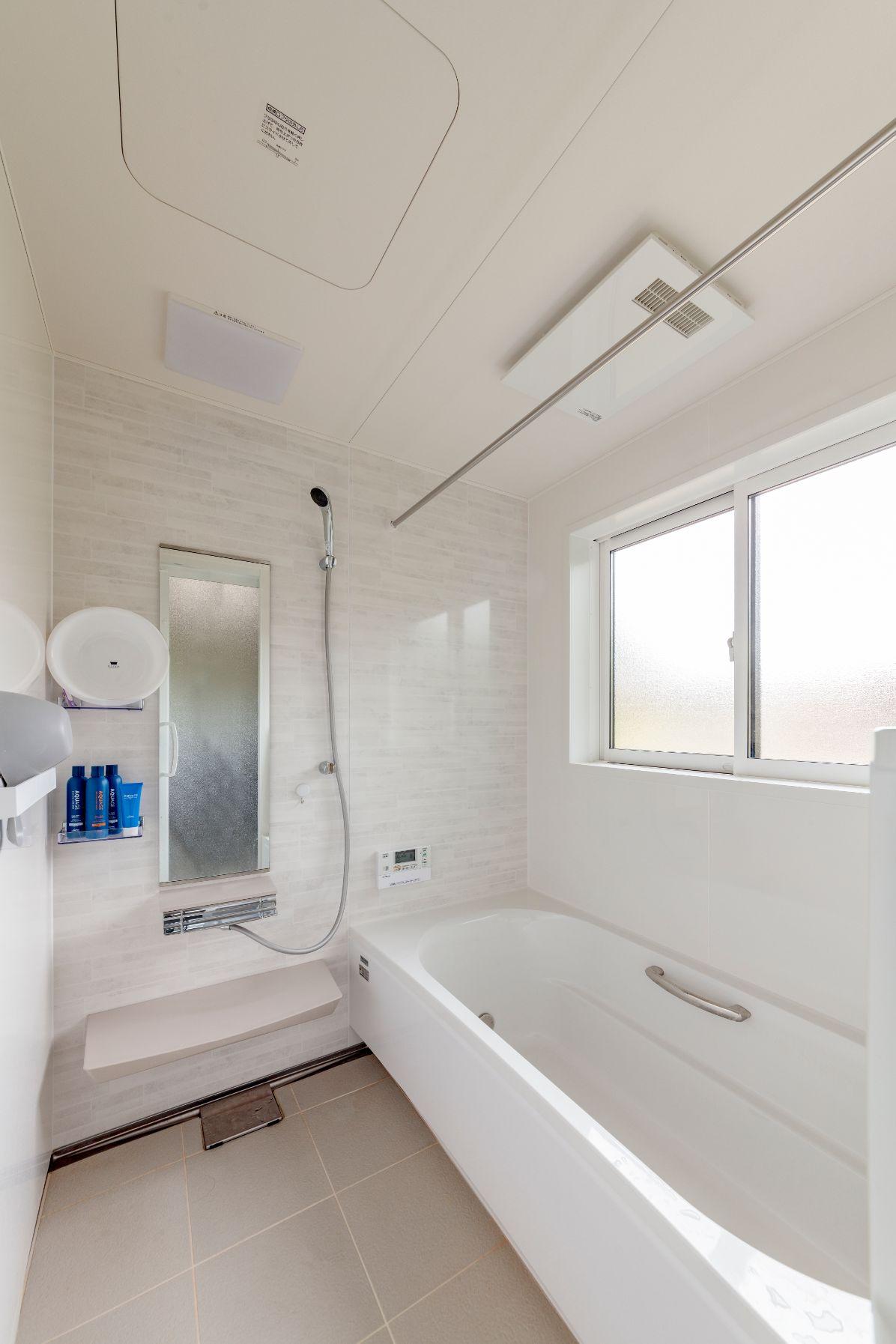 古くて寒かった浴室は、保温機能が高いシステムバスに一新。