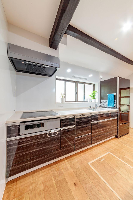 床、壁、天井に断熱を施し、窓は数を減らして断熱サッシにしたことで、冬の寒さを解消。