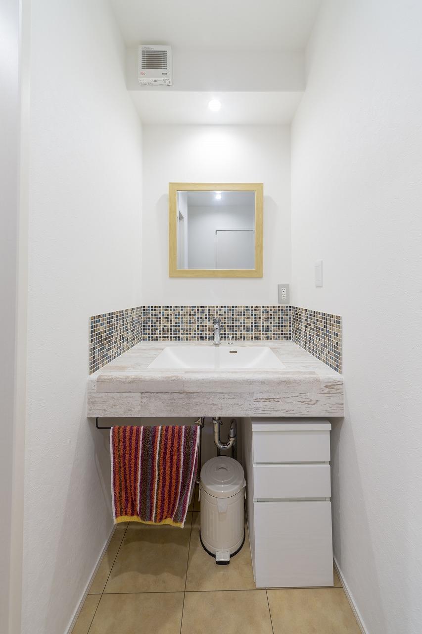 天板とボウルに段差がなく、汚れ溜まりができにくい洗面化粧台。