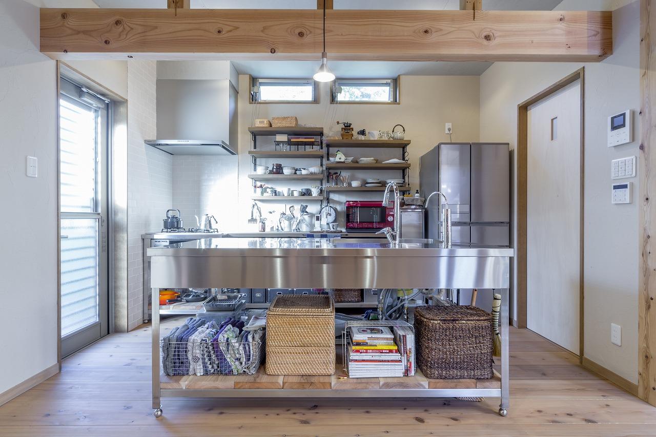 広島市|木とアイアンの組み合わせがカッコいいキッチン