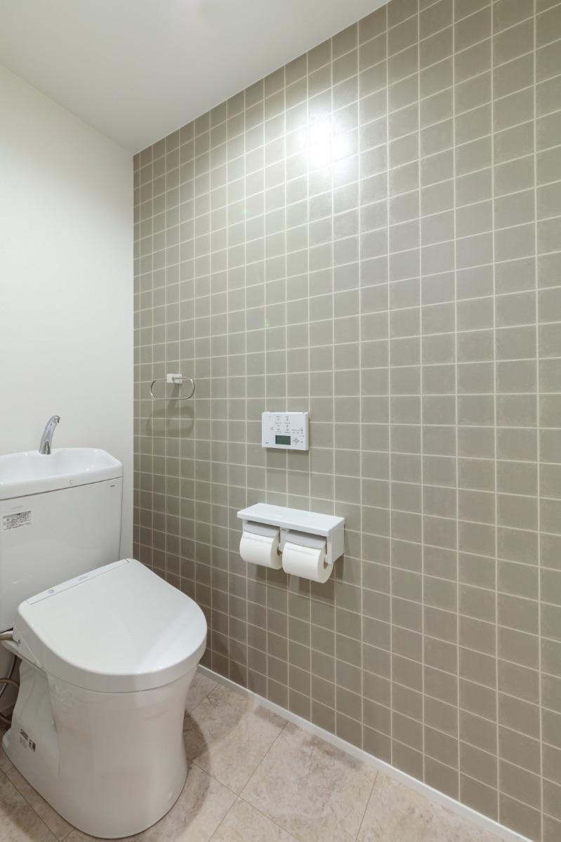 狭く、開き戸だったトイレは、引き戸に変更し広さも確保。