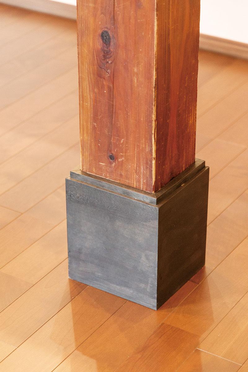 20㎝下げたためむき出しになった柱下部は化粧板で覆って不自然に見えない加工を。