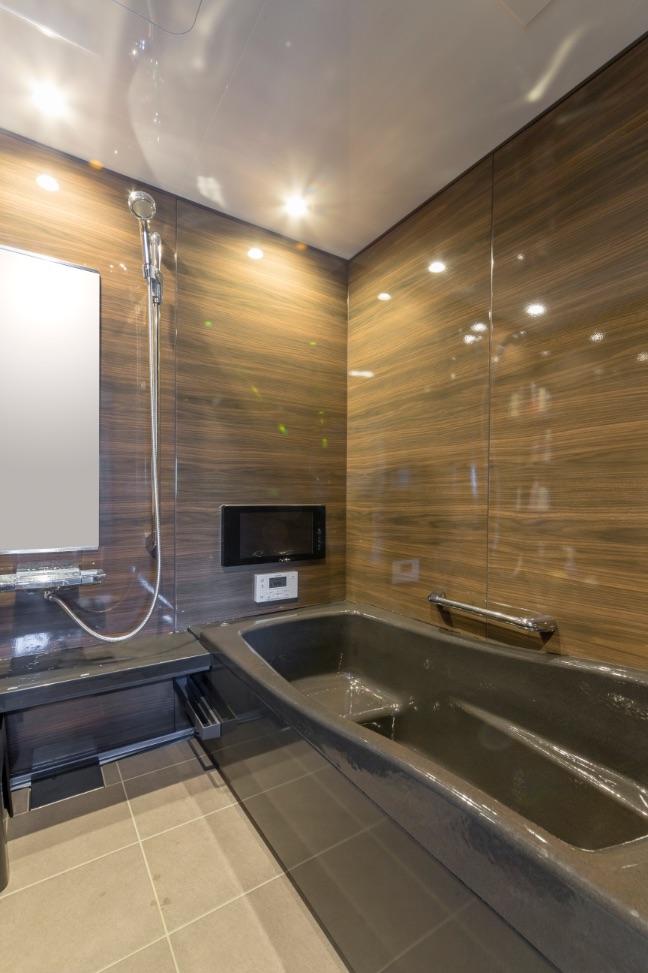 浴室は、タカラスタンダードの鋳物ホーロー浴槽プレデンシアプレミアムを採用。