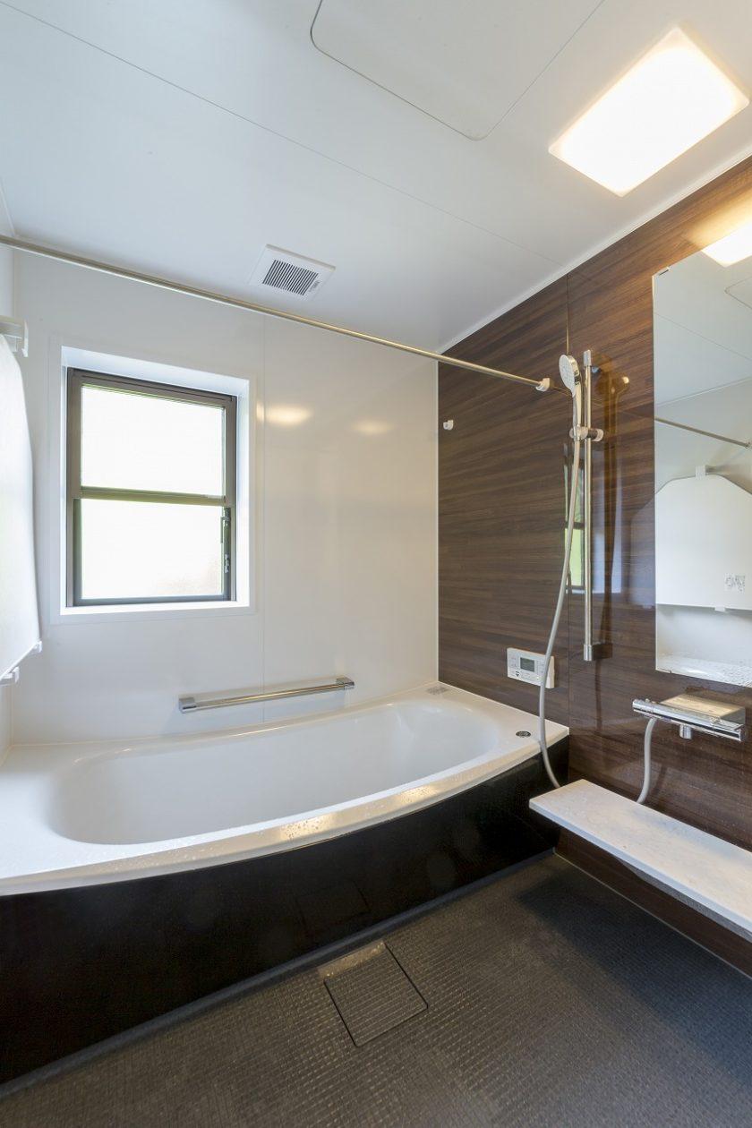 浴室の位置は変わらず、保温性の高い最新のユニットバスを設置しました。