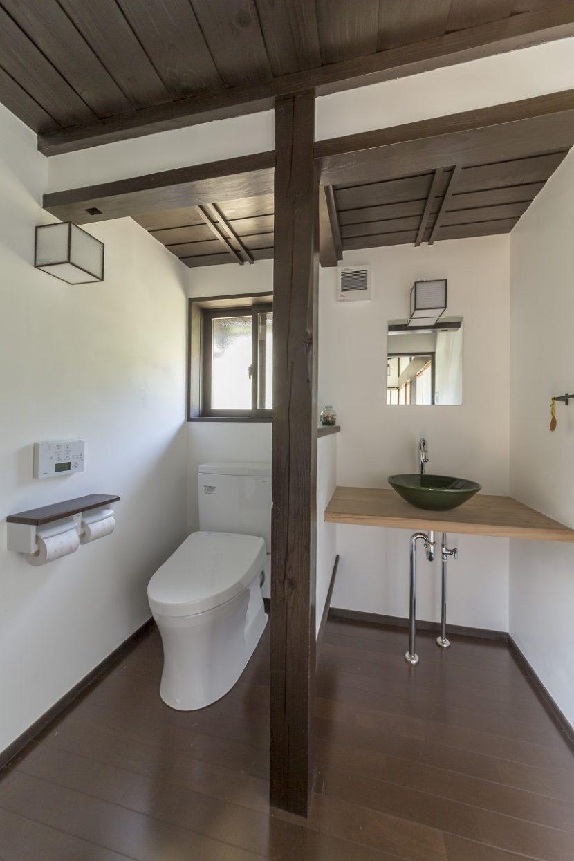 トイレは設備を新しくし、床、天井、壁の断熱、ペアガラスなどで寒さ対策を万全にしました。