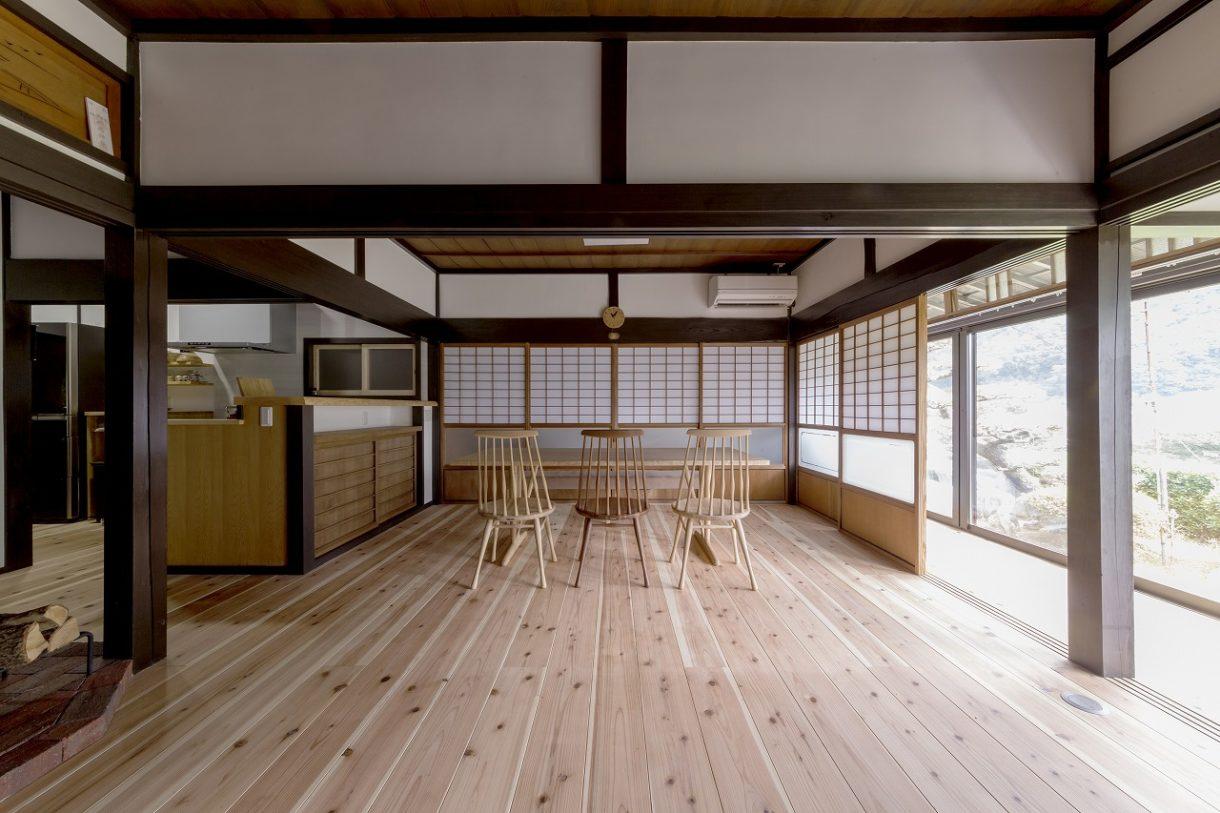 縁側からたっぷり差し込む光が居室にゆとりと明るさをもたらします。