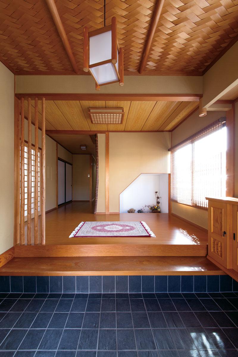風格のある伝統建築の玄関は以前のまま