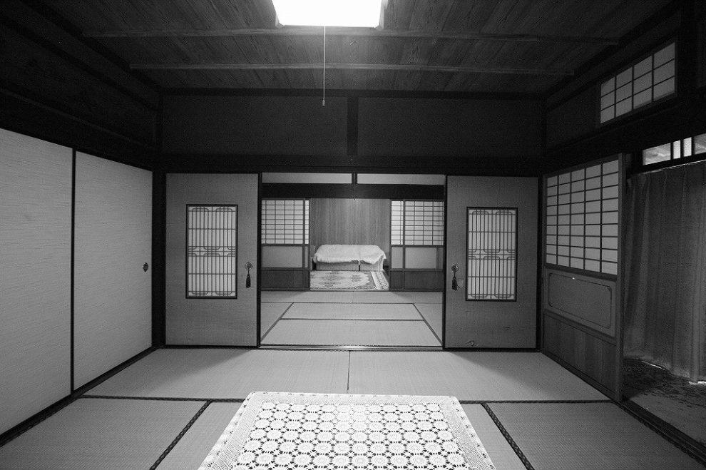 もともとは襖で仕切られた和室が続く空間が無垢材を使用したLDKに生まれ変わりました。
