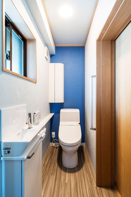 将来を考え、寝室からも出入りできるトイレ。