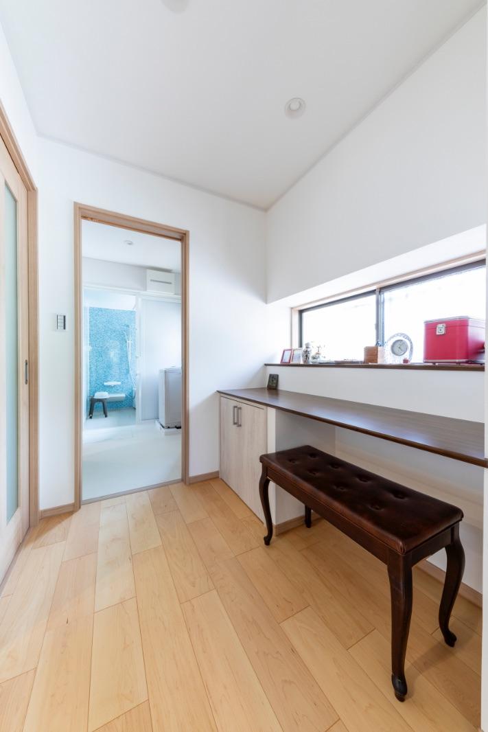 以前キッチンのあったスペースは、家事室に有効活用。LDK、洗面室、勝手口に隣接しているので使い勝手も◎。