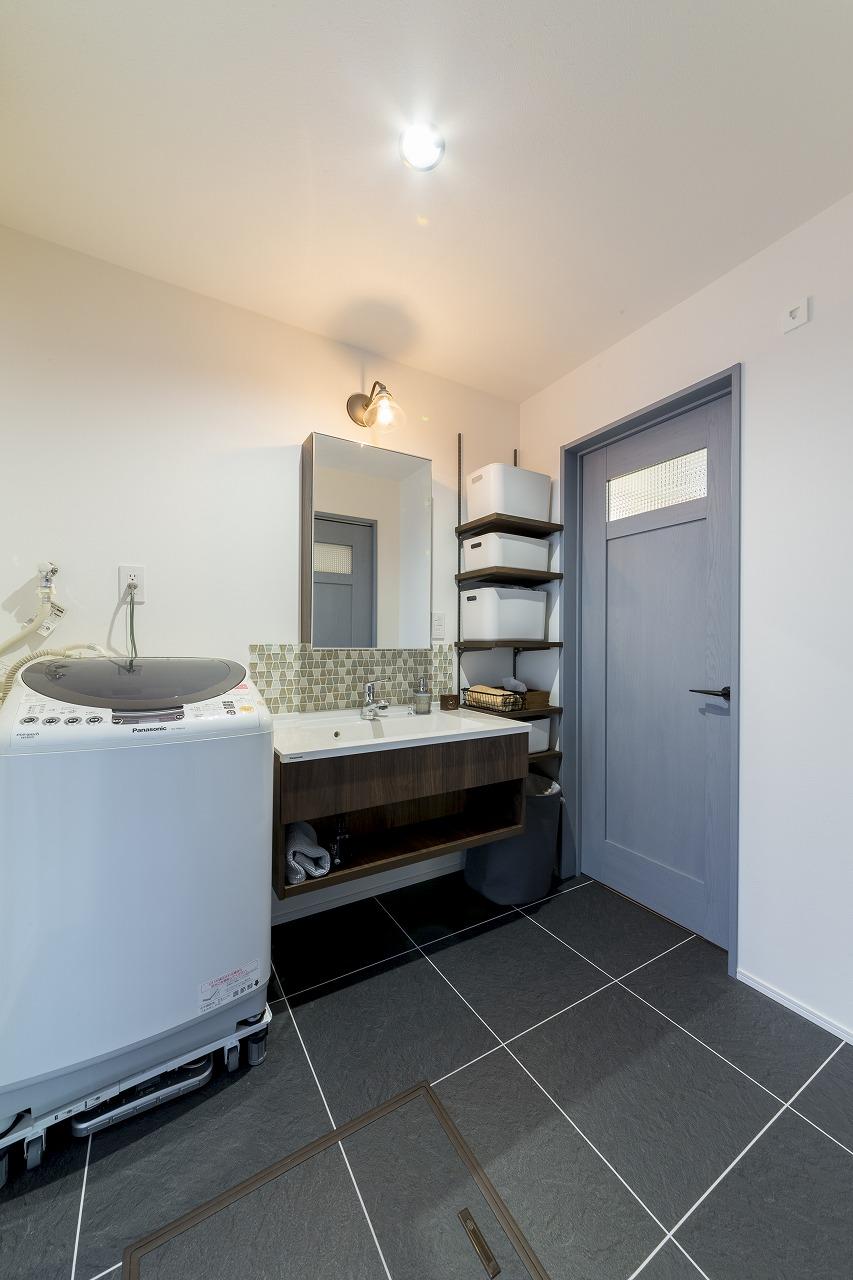 クローゼットに隣接する洗面室
