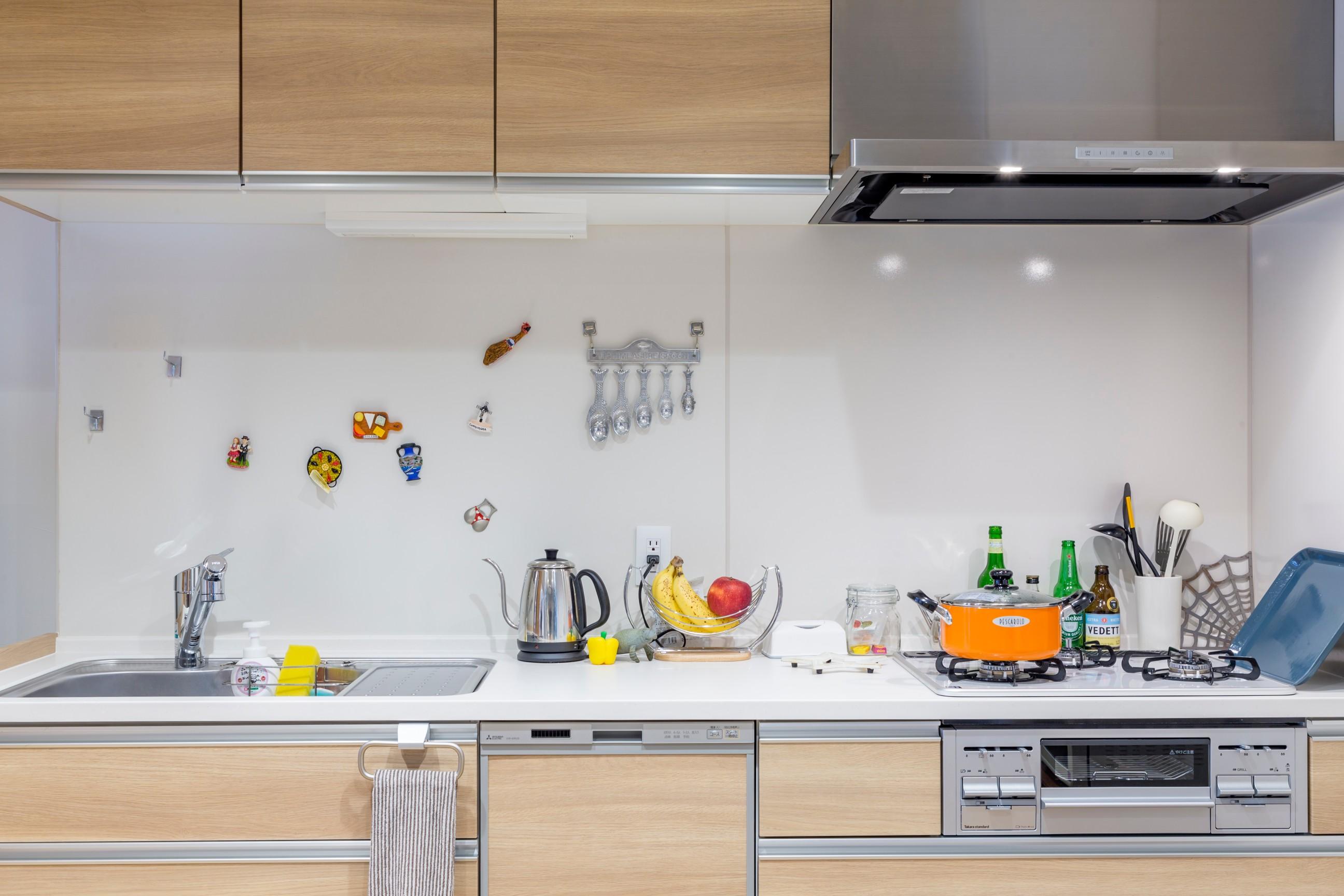 作業効率の良い、壁付けホーローキッチン