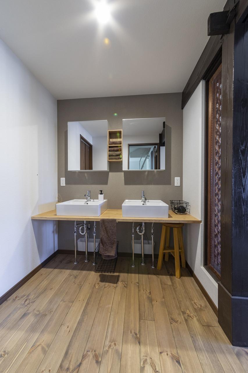 【山口県岩国市】書院の面影残る洗面台は便利な2ボウル式