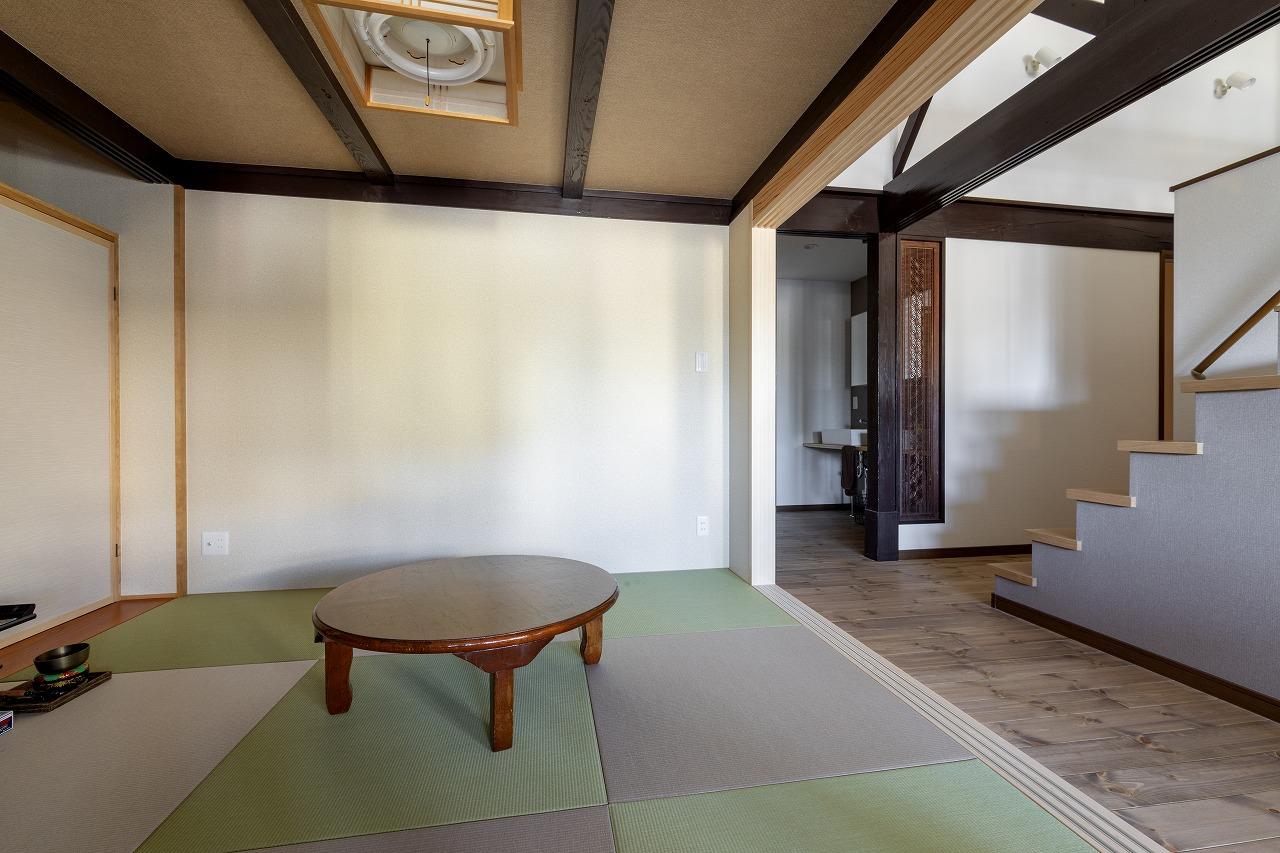 仏間と客間用に1室だけ残した和室。襖を外すと、LDKとひつづきのくつろぎスペースになります。