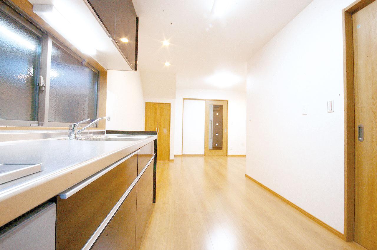 料理する場所と食事や寛ぐスペースがひとつにまとまり快適性がUP