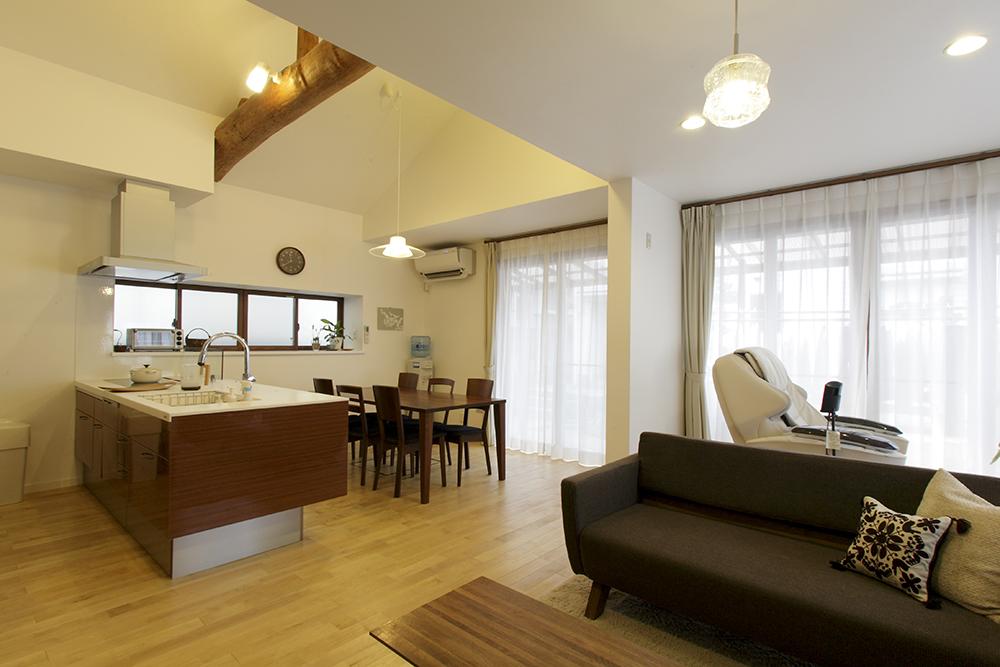 DKと和室を一つのLDKに。キッチン奥の窓は二重窓に。