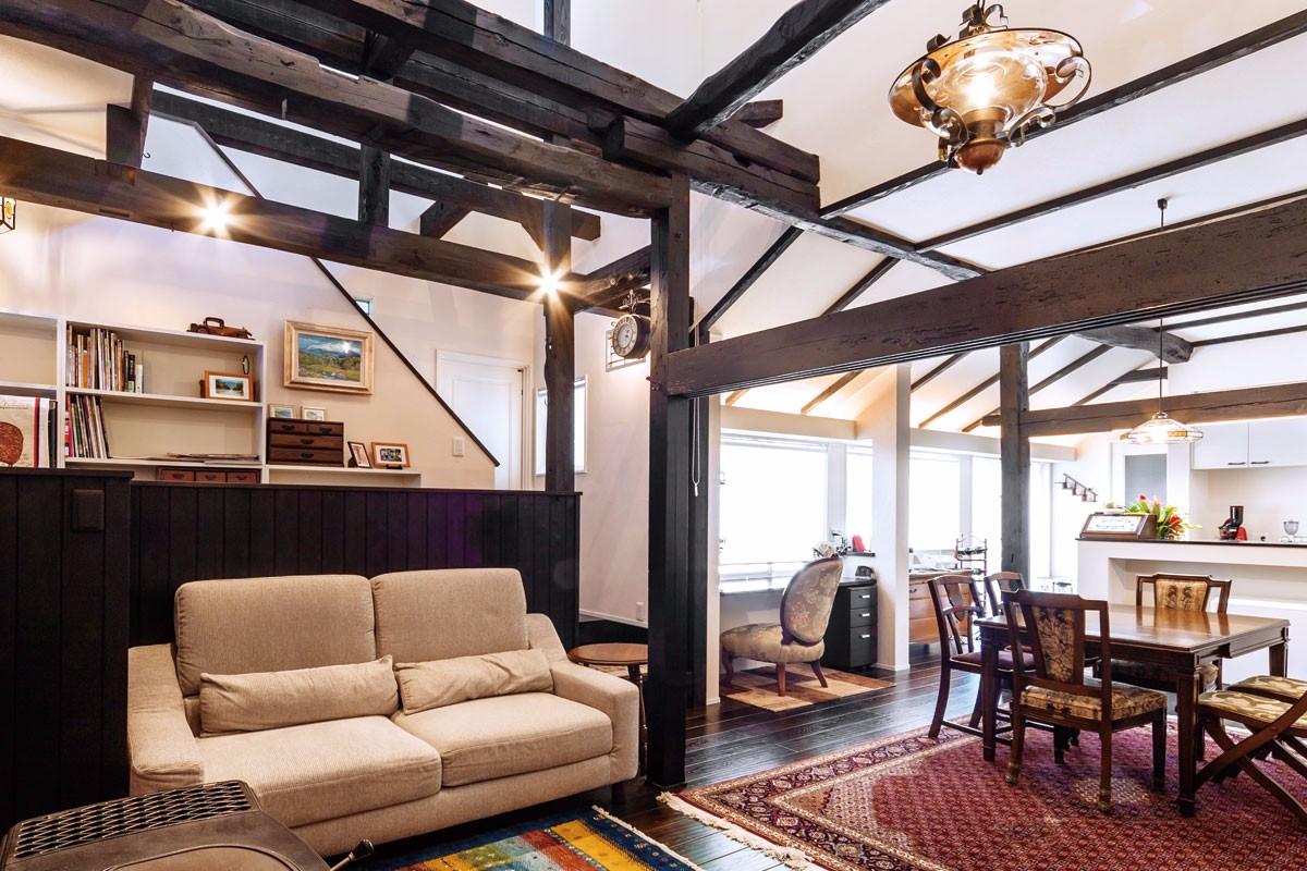イギリスアンティークが空間を彩る築50年の家