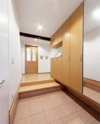 戸建住宅らしい 玄関スペースへ変身