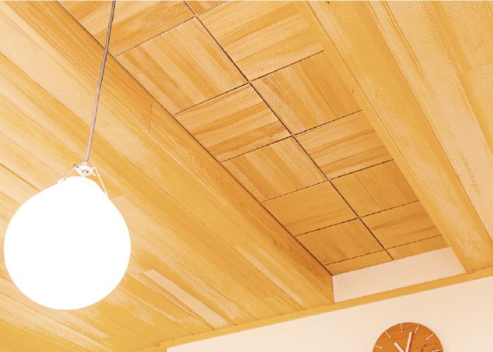 待合いの天井には 床と同じモミの木を使用