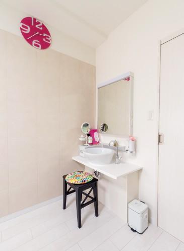 寝室に設けられた 洗面化粧台