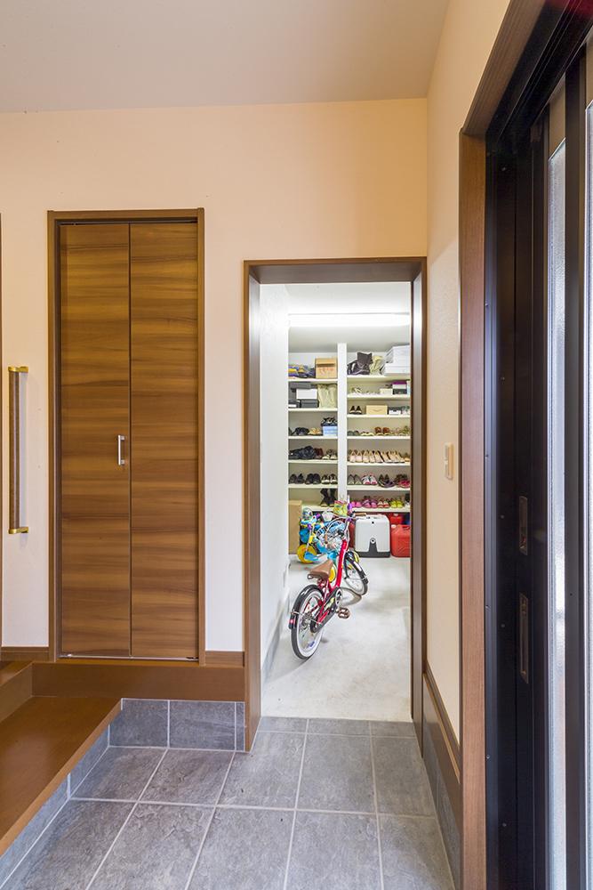 6帖の和室を土間収納と玄関収納に再生。