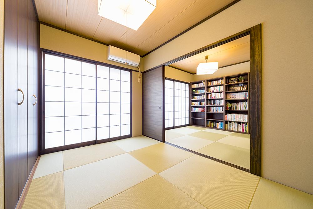 畳や建具を入れ替えて、新しい収納も造作した和室の続き間。