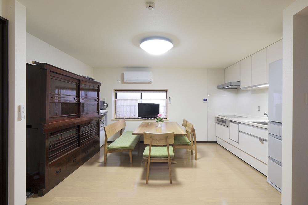 元は和室だった空間を、現代風の清潔感あるLDKに再生。
