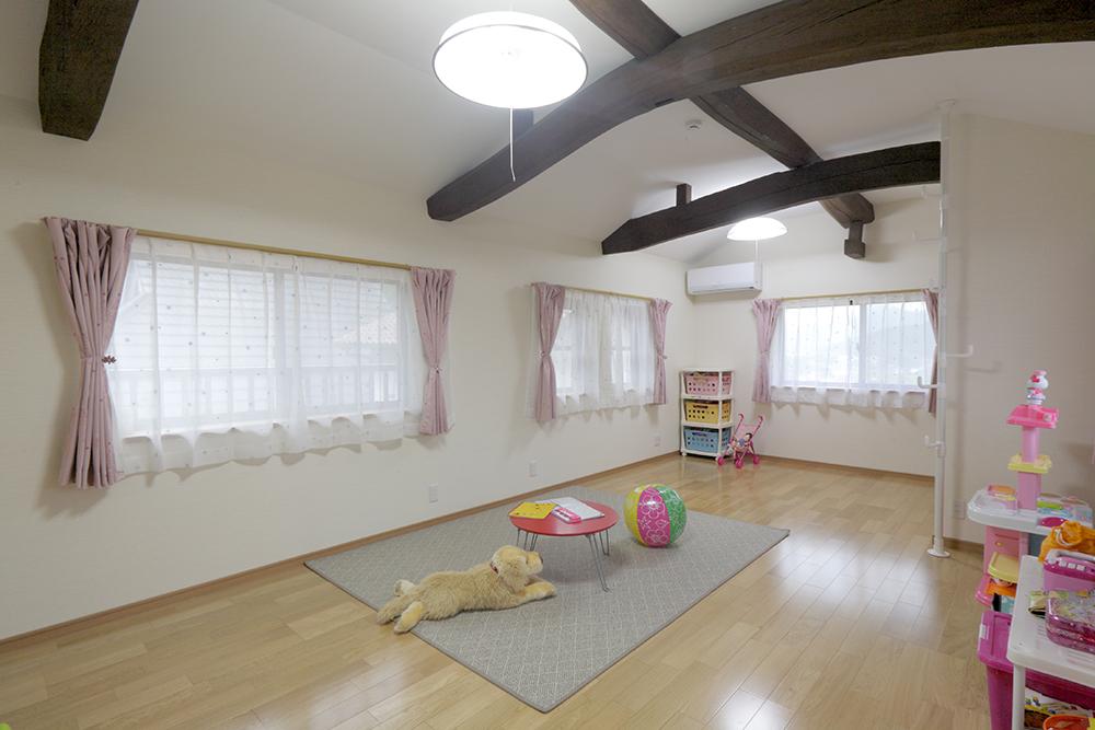 2 娘さん2人の子供部屋は13畳と広々。成長したら真ん中を家具で緩やかに仕切る計画だそう。