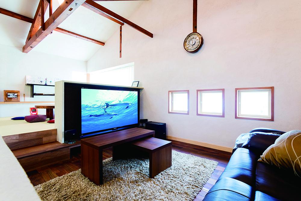 テレビカウンターは江田島産の津島紙布を使用。